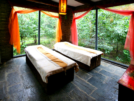 京郊最奇葩的藏式度假村    夏天,山庄依山搭起藏式的传统大帐篷.图片