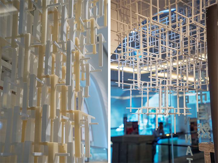 创意橱窗展     作品将人类文化交汇流动固化,同时呼应中国手工银饰的