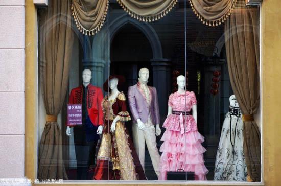橱窗的模特,展示的是欧式的奢华与浪漫