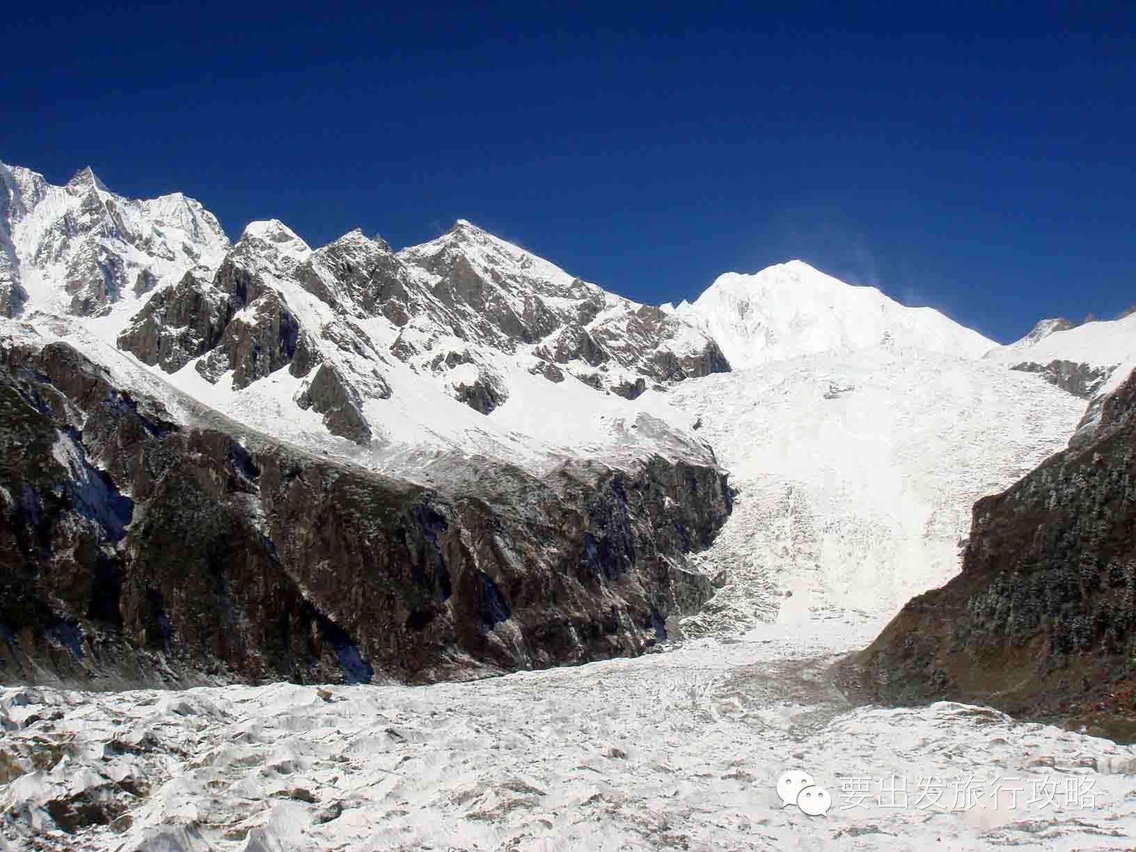 海螺沟冰川是地球上同纬度海拔最低,离城市最近的冰川.